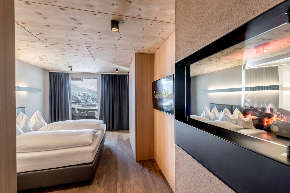 Hotel-Angerer-Alm_Suite_Durchsicht_Spiegelung